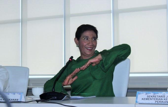 Menteri Kelautan dan Perikanan, Susi Pudjiastuti di kantornya, Jakarta, Selasa (8/11)/Foto Andika / Nusantaranews