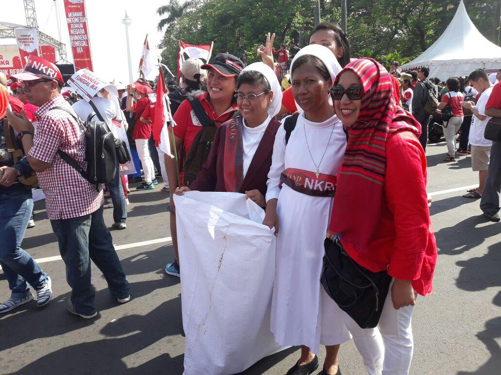 Para peserta parade bhineka tunggal ika. Foto Andika/IST