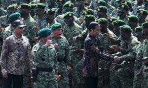 Presiden Joko Widodo bersama Ribuan Prajurit Kostrad/Foto: dok. liputan6