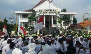 Ribuan Demonstran Umat Islam Ponorogo dan Pacitan Penuhi Jl Protokol Ponorogo. Foto Nurcholis/Nusantaranews