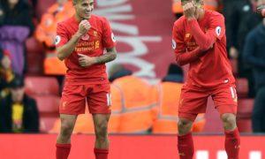 Roberto Firmino dan Philippe Coutinho tampak sedang merayakan pesta gol di Anfield. Foto via Anfield HQ