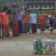 Santri Pesantren Al-Falakhuss'adah bermain bowling ecobricks hasil daur ulang sampah plastik. Foto Dok. Pribadi