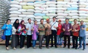 Perwakilan Airnav Indonesia dan KBI saat menggelar survey di lokasi gudang yang menerapkan SRG di Kecamatan Geneng, Ngawi, Jawa Timur, Kamis (3/11)/Foto: Dok. Humas BUMN