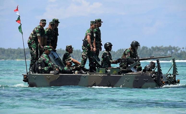 Panglima TNI dan Kasad menaiki Tank Angkut M113/Foto: Istimewa