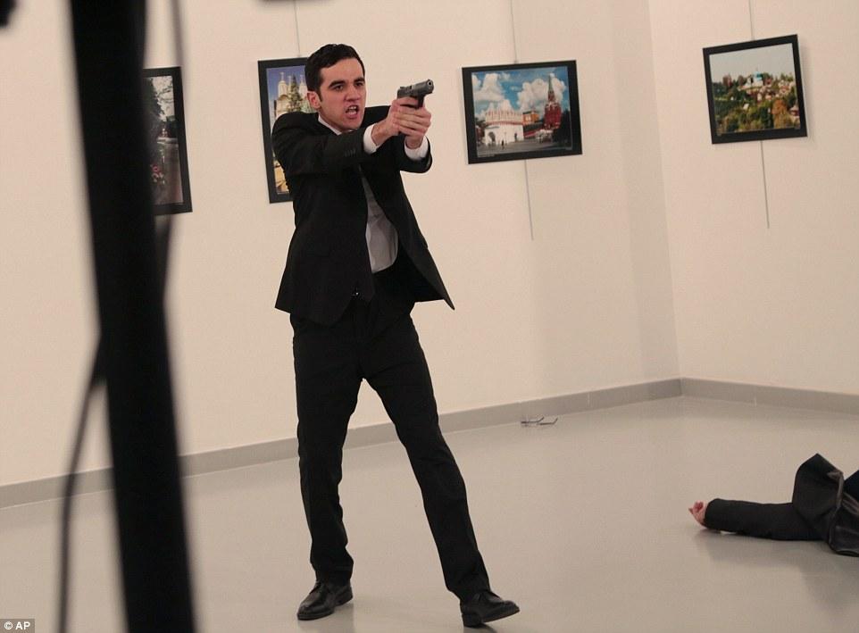 Pelaku penembakan terhadap dubes rusia. Foto via dailymail