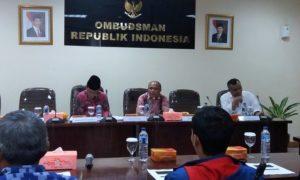 Anggota Ombudsman RI Ahmad Suaedy (Pake Kopyah), di Gedung Ombudsman RI, Jakarta Selatan, Selasa, (6/12/2016)/Foto Fadilah / NUSANTARAnews