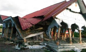 Salah satu Masjid Mabruk oleh Gempa Bumi di Pidie Jaya, Aceh, Rabu (7/12)/Foto: Dok. Zian Muttaqien/AFP/Getty Images