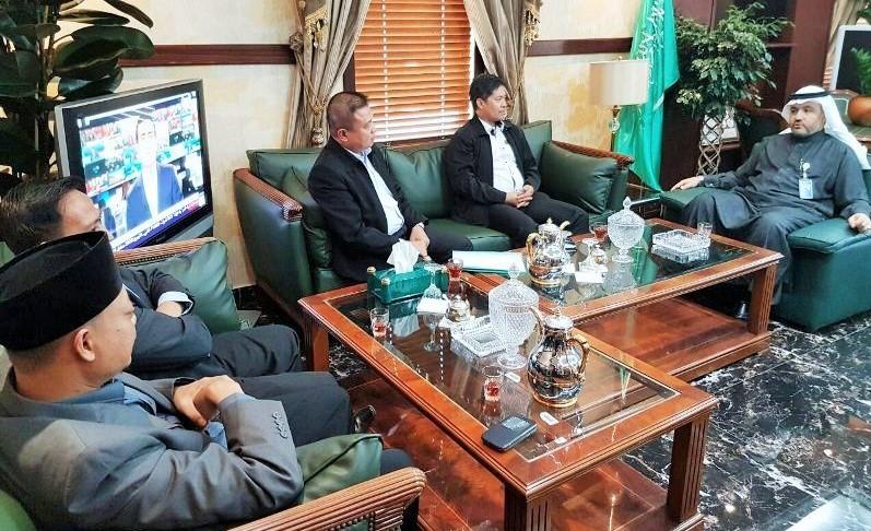 Tim Kantor Urusan Haji KJRI Jeddah bertemu Wakil Menteri Haji Muhammad bin Abdurrohman Al-Bijawi di Madinah/Foto: Dok. Kemenag/KUH