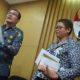 Wakil Ketua KPK, Saut Situmorang, didampingi Pelaksana harian Kabiro Humas KPK, Yuyuk Andriati/Foto: Dok. Elshinta.com