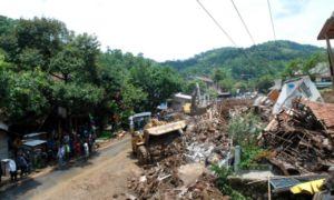 Bencana longsor kota sumedang. Foto via tempo