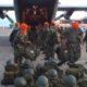 Dibantu para anggota TNI, BNPB salurkan bantuan di Aceh. Foto AndikaNusantaranews