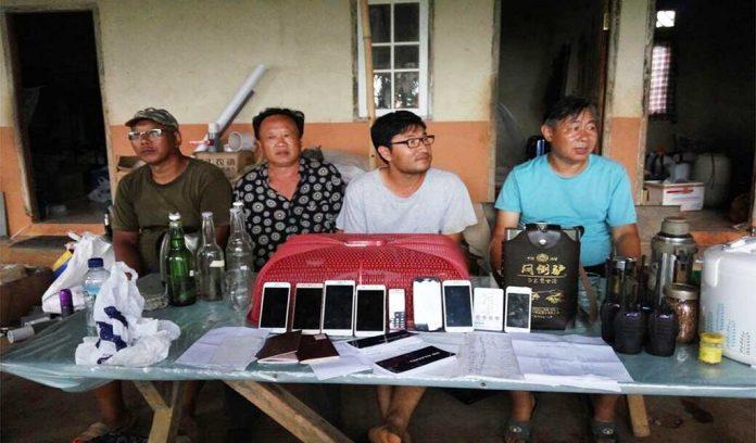 Empat WNA Asal China Xue Qingjiang (51), Yu Wai Man (37), Gu Zhaojun (52), dan Gao Huaqiang (53) Saat Menebar Benih Tanaman Berbahaya di Bogor. Foto via equator