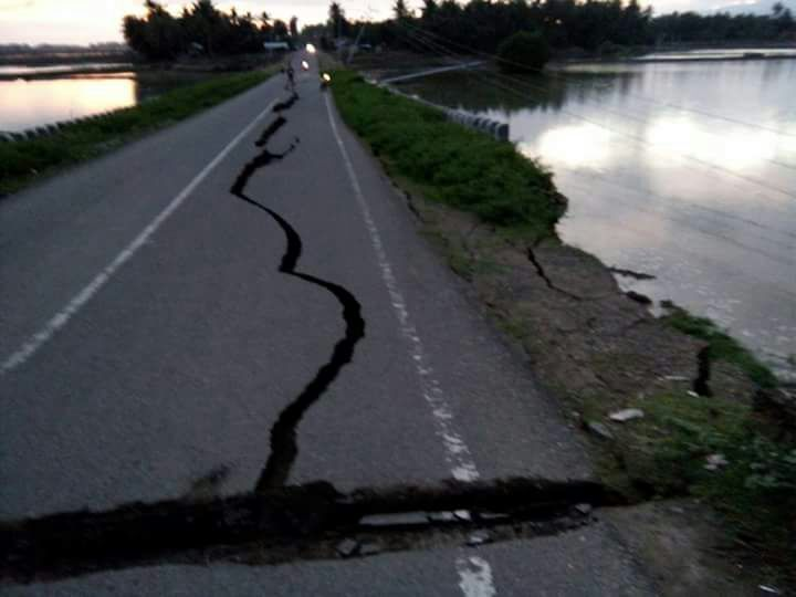 Kondisi Jalan Raya Usai Diguncang Gempa 6,4SR/Foto Istimewa