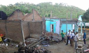 Rumah Kateni, warga Desa Tempuran, Sawoo, Ponorogo hancur akibat bencana alam/Foto Nurcholis /NUSANTARAnews