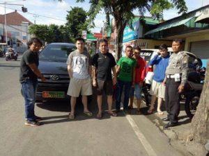 Onum China yang berani pakai mobil dengan plat palsu TNI/Foto Istimewa
