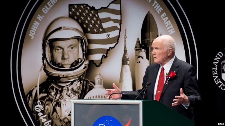 John Glenn saat berbicara dalam peringatan 50 tahun penerbangan Friendship 7 yang mengorbit Bumi/Foto VOA Indonesia