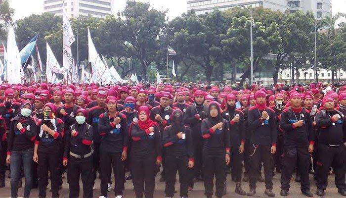 Masa Aksi buruh. Foto via @wartapolitik