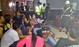 Operasi Gabungan Kodim 0806/Trenggalek di beberapa tempat hiburan di Pantai Prigi Kecamatan Watulimo, Jumat (16/12)/Foto dim06/prspen081