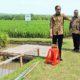 Menteri Desa Eko Putro Sandjojo bersama Presiden Jokowi meninjau pembangunan di Desa Tani Bakti, Kecamatan Samboja, Kabupaten Kutai Kartanegara, Kalimantan Timur/Foto Humas Kemendesa (Wahyu Wening)