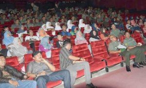 Para Anggota Kodim 0806/Trenggalek menyaksikan pemutaran film I Leave My Heart In Libanon. Foto Dok. Pribadi