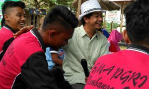 Penggiat Gusdurian Lampung Gatot Arifianto mengisi materi kepemimpinan di acara Pemula Way Kanan/ Foto Disisi Saidi Fatah