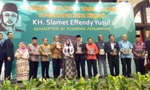 Said Aqil, Akbar Tanjung, Jimly Assiddiqie, anhar gonggong, berfoto bersama saat haul Slamet Effendy Yusuf. Foto Romandhon/Nusantaranews