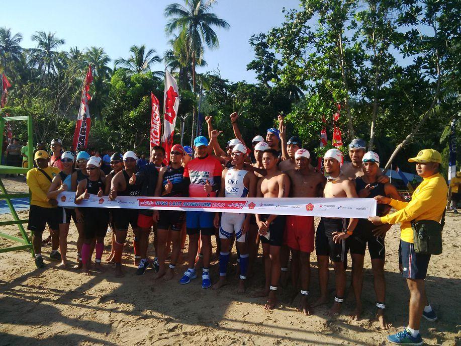 Gelaran Triathlon Nusa Laut Adventure 2016 di Maluku Oktober lalu. Foto via Detik