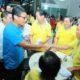 Sandiaga Uno bersama warga Tionghoa di Pasar Moder PIK saat blusukan, Minggu (11/12/2016)/Foto: Dok. Warta Kota