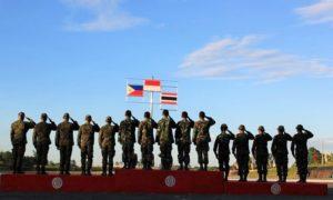 Upacara Penaikkan Bendera, dan Bendera Indonesia berada di tengah menandakan juara umum di AARM ke-26 (Dokumentasi Dispenad)