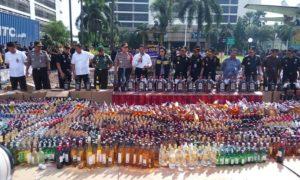 Kemenkeu Serta BNN Musnahkan Miras dan Rokok Ilegal/Foto Andika / NUSANTARAnews