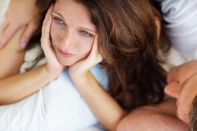 Ilustrasi wanita menyedihkan di ranjang/Foto : Dok. Live Science