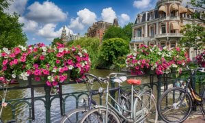 ketika kamu di Amsterdam, naiklah sepeda/Foto: Traveling Precils