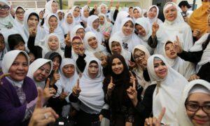 Annsisa Pohan bersama Muslimat NU seJakarta Utara Foto Bersama. Foto dok. Annisa Pohan
