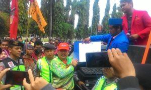 DPRD Ponorogo temui para demonstran. Foto Nurcholis/Nusantaranews