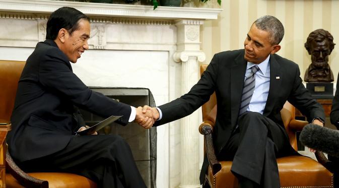 Jokowi dan Obama tampak berjabat tangan. Foto via liputan6
