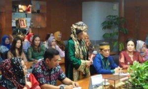Masyarakat Adat Nusantara Saat Berkunjung ke Kemenpar. Foto Dok. Pribadi