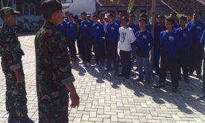Pemberian Materi PBB dan Wasbang SMA 2 Bakung. Foto Dok Pribadi