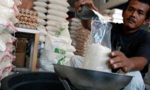 Penjual gulaEceran. Foto via jitunews