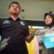 Polrestabes Surabaya Tampak Tunjukkan Barang Bukti. Foto Tri Wahyudi/Nusantaranews