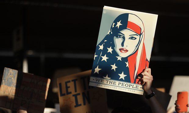 Poster Menentang Kebijangan Pelarangan Imigrasi Muslim ke AS. Foto via the Independent