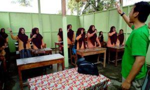 Pendampingan hingga pemberian materi pembelajaran oleh relawan Dompet Dhuafa/Foto: Dompet Dhuafa