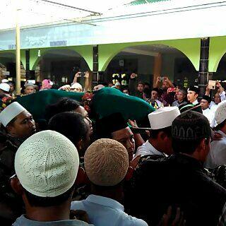 SUASANA PEMAKAMAN MBAH UMAR SYAHID DI PACITAN, JATIM. foto dok Nurcholis/Nusantaranews