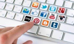 Sosial Media. Foto Ilustrasi/Kelascinta