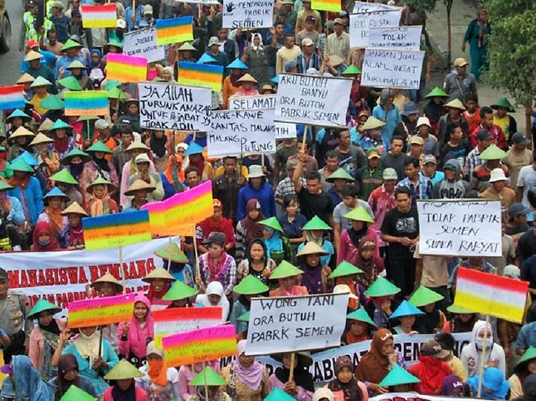 Aksi penolakan pendirian pabrik semen di Rembang/Foto: JMMPK