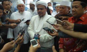 Habib Rizieq beserta rombongan saat di DPR (Foto: Deni/Nusantaranews.co)
