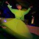 Penari meliuk dalam Tarian Sufi (Whirling Dervishes) dengan diiringi musik hadroh dari Ahbabul Musthofa pada acara Istighosah Akbar di Solo, Jateng, Minggu (20/7) malam. Tarian spiritual asal Turki yang digubah oleh penyair Jalaluddin Rumi ini banyak dipertunjukkan di berbagai acara religi saat bulan Ramadan. ANTARA FOTO/Hafidz Novalsyah
