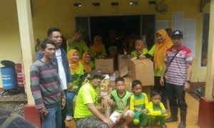 IKA UINSA dan Komunitas Otomotif Bantu Korban Banjir Banten/Foto Isna (IKA UINSA)