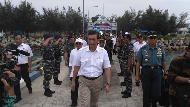 Menteri Koordinator Bidang Kemaritiman Luhut Binsar Pandjaitan saat mengunjungi Pulau Nipa/Foto: Dok. Batamnews