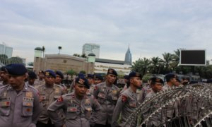 Aparat kemananan lakukan penjagaan di depan gedung DPR/Foto Andika/Nusantaranews