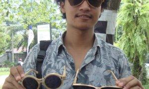 Farid Hidayat (21) Kembangkan Kacamata Berbahan Kayu/Foto Dok. Pribadi/Nusantaranews